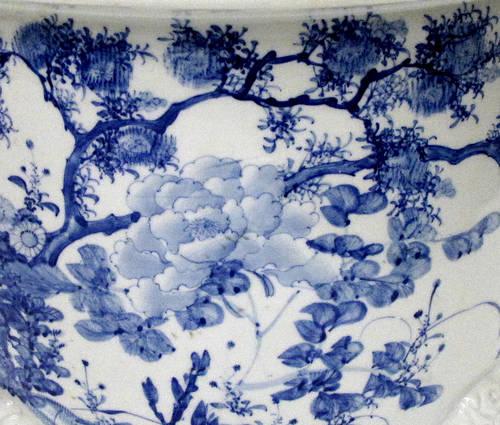 Antique Japanese blue and white porcelain planter (1)