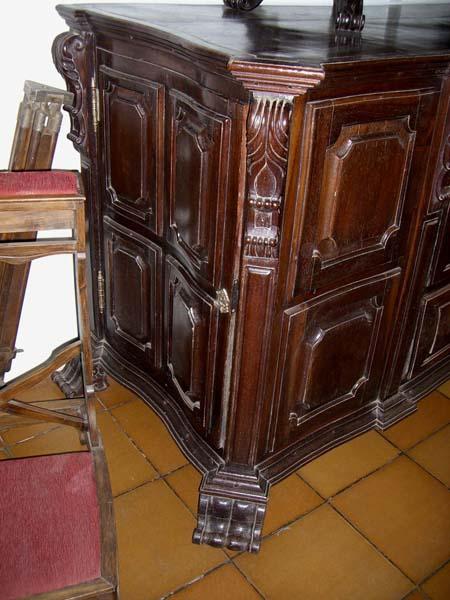 18 c. Portuguese Baroque Style Jacaranda wood Credenza with side doors (2)